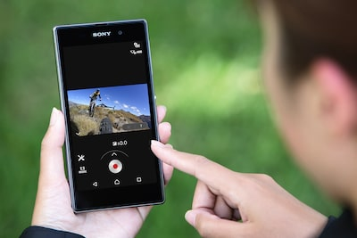Modifica el zoom con el mando Live-View o PlayMemories Mobile.