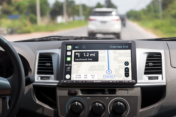 XAV-AX8050D mostrando direcciones con Apple CarPlay
