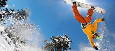 Imagen de esquiador de snowboard que muestra detalles sin borrosidad con LED XR X-Motion Clarity™