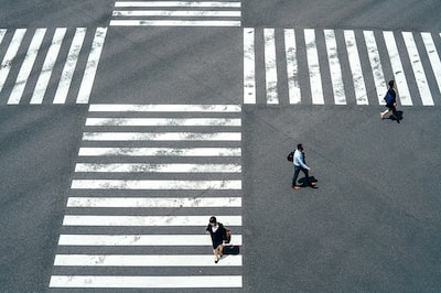 Gábor-Erdelyi-sony-people-crossing-zebra-crossing