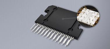 """Primer plano del procesador de señal avanzado del receptor multimedia DAB de 17,6cm (6,95"""") con WebLink Cast."""